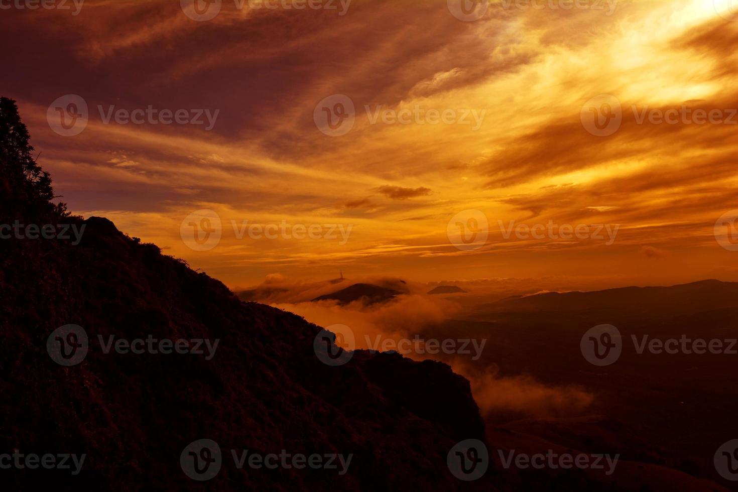 tramonto vivido della nuvola foto