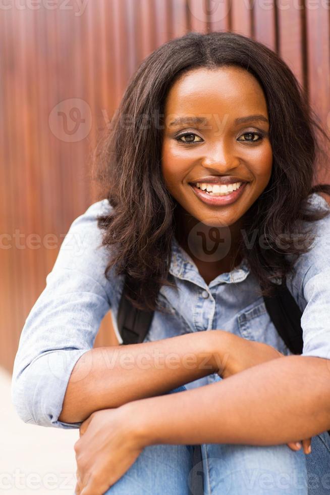 giovane studente di college femminile afroamericano foto