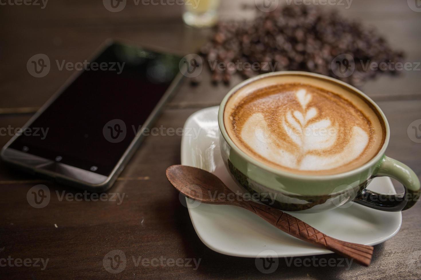 latte art caffè con chicco di caffè foto