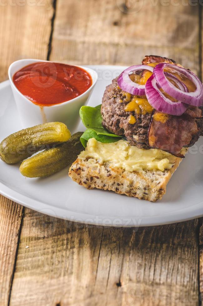 hamburger di manzo fatto in casa foto