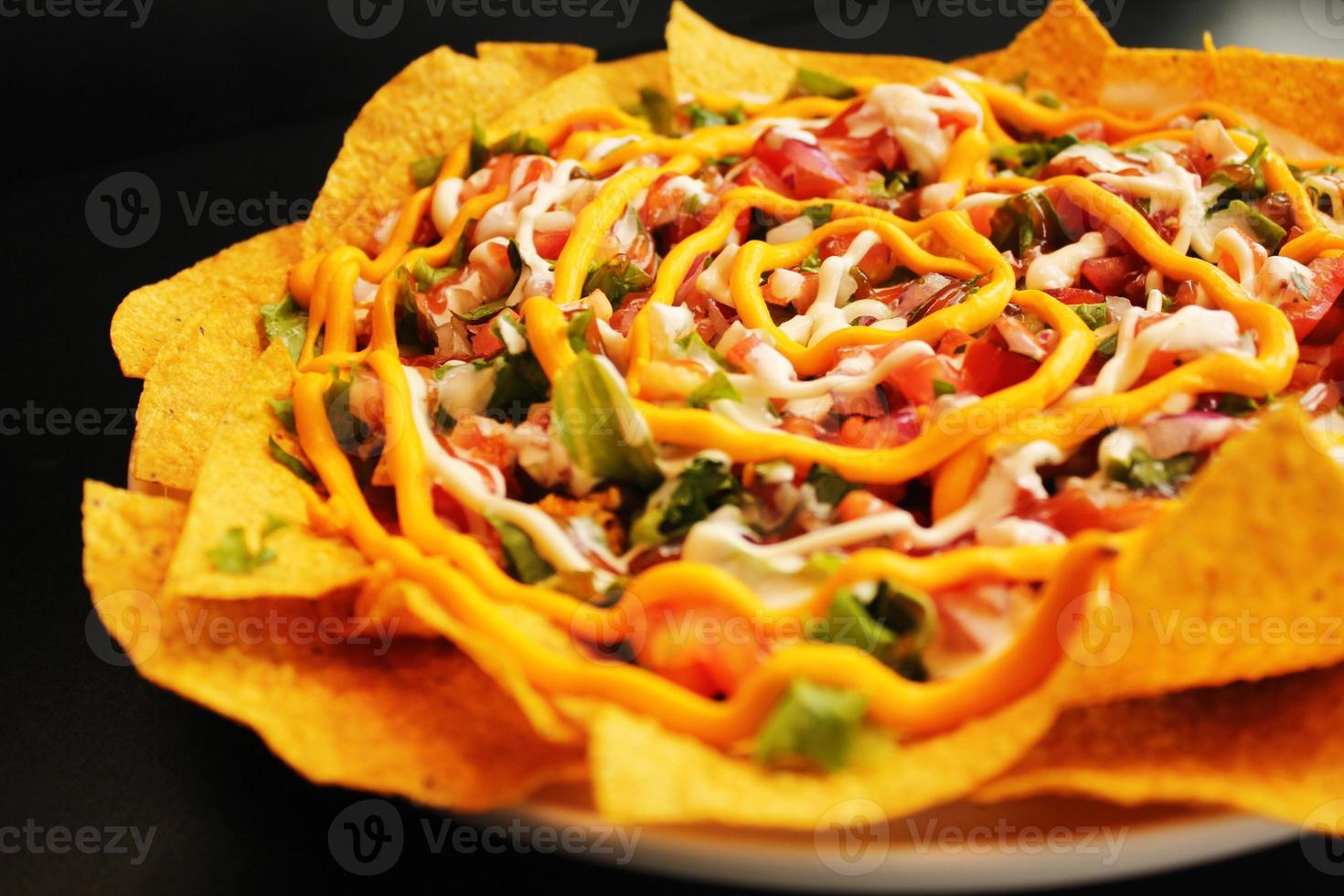 nachos di manzo con formaggio fuso foto