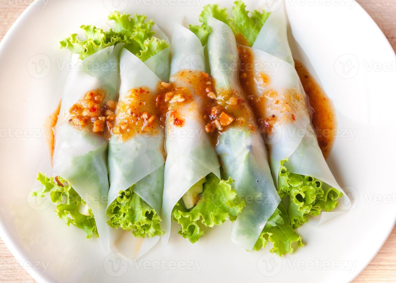 vicino nam-neaung nel piatto, impacchi di polpette vietnamite foto
