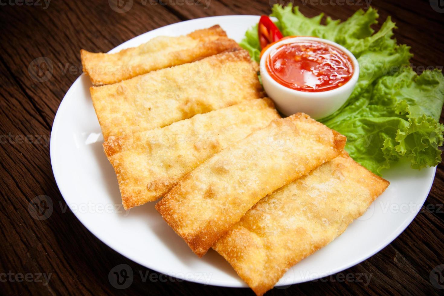 wonton fritto con salsa foto