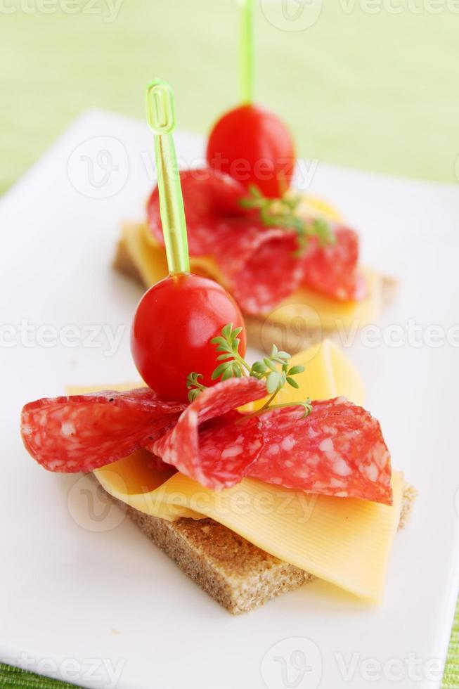 tartine con salame foto
