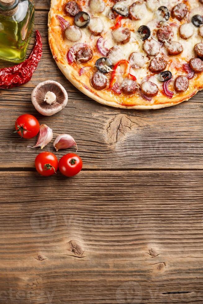 pizza con ingredienti foto