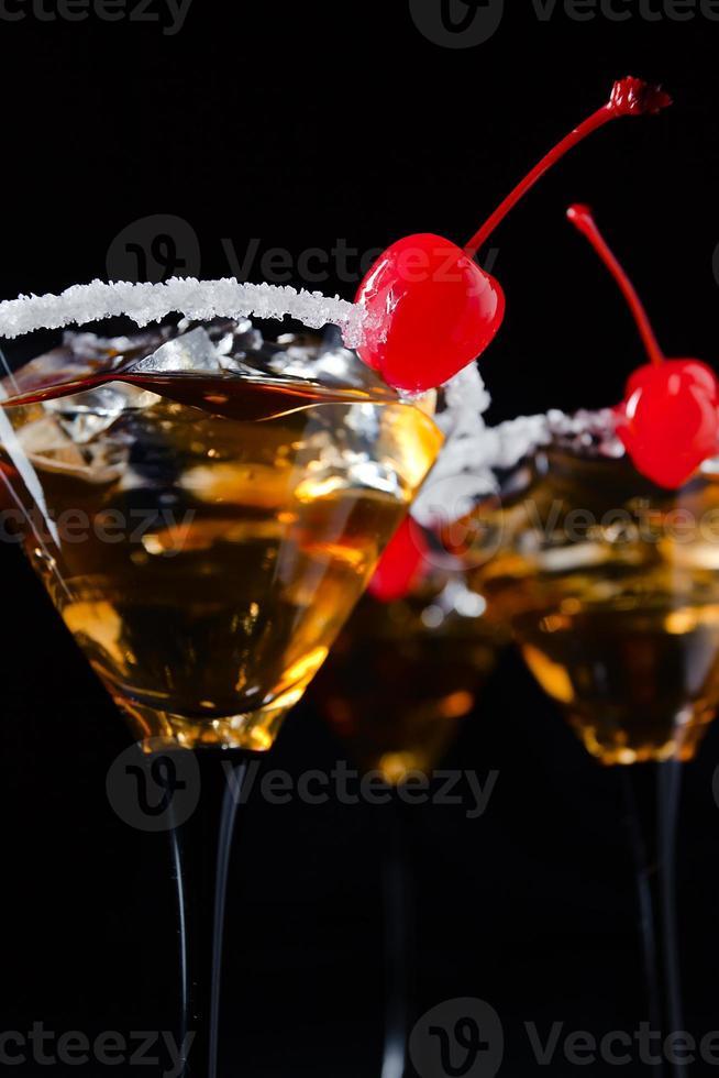 cocktail con ciliegia foto