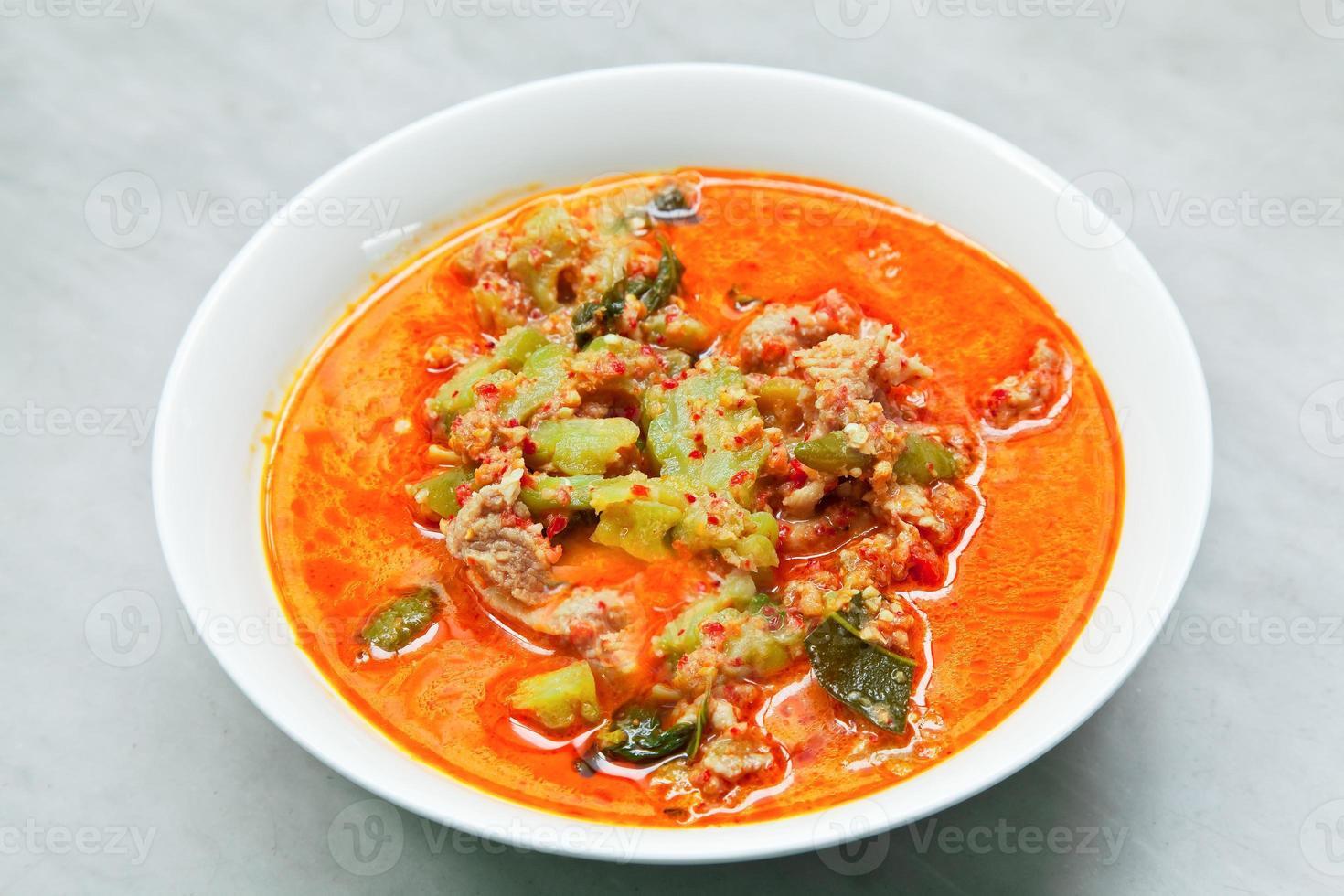 curry piccante di maiale al melone amaro foto