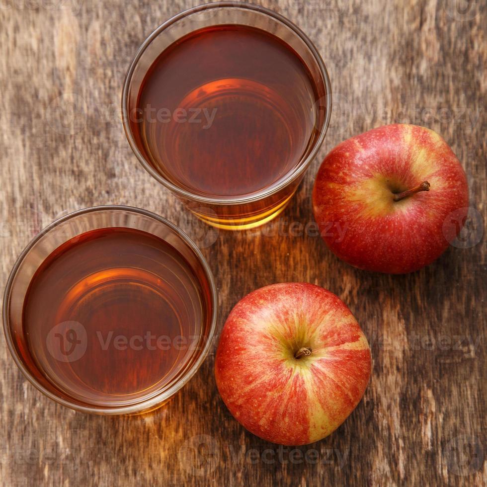 bicchiere di succo di mela foto