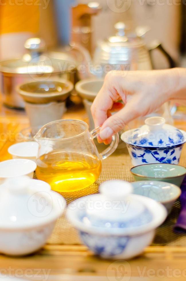 cinese che serve tè in una casa da tè (6) foto