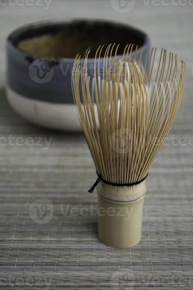 frusta e ciotola del tè giapponese foto