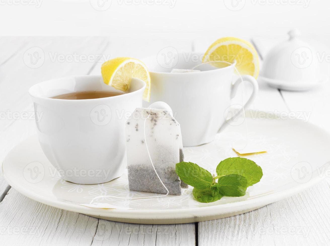 bicchiere di tè con estremità del sacchetto foto