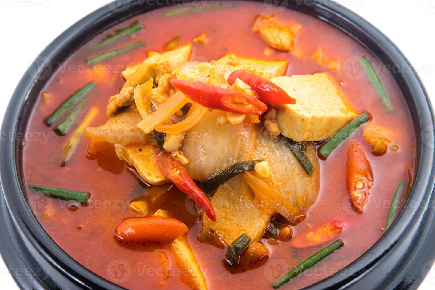 kimchi in umido, kimchi chigae, cucina coreana, zuppa di kimchi foto