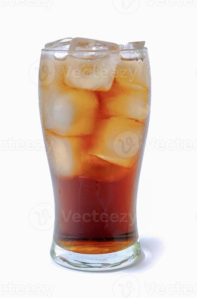 bicchiere di cola su sfondo bianco foto