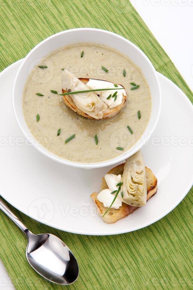 zuppa cremosa di carciofi foto