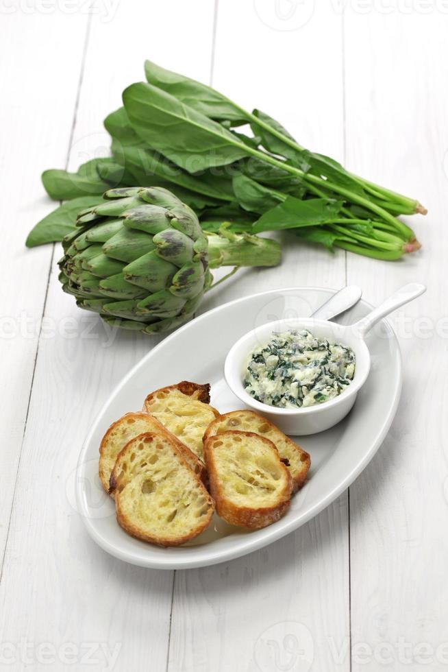 salsa di spinaci e carciofi foto