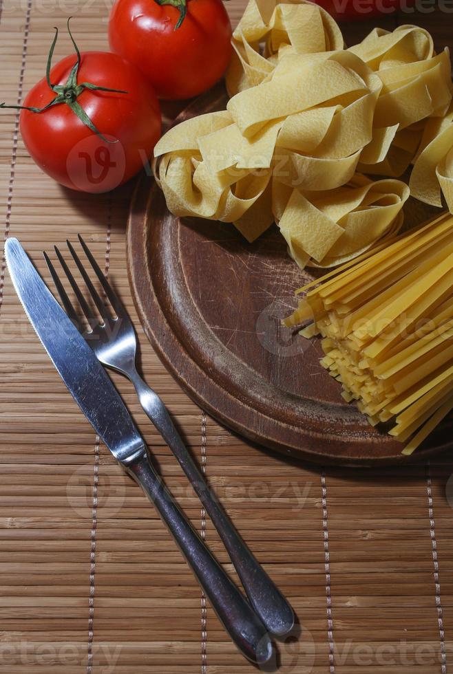 pasta italiana con pomodori foto
