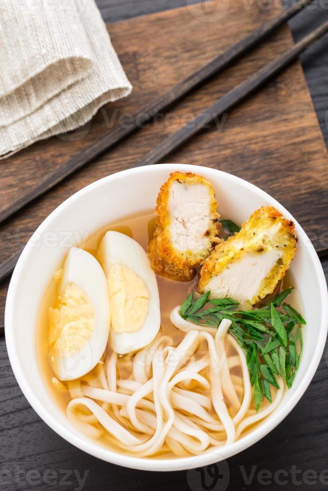 zuppa di spaghetti con pollo foto