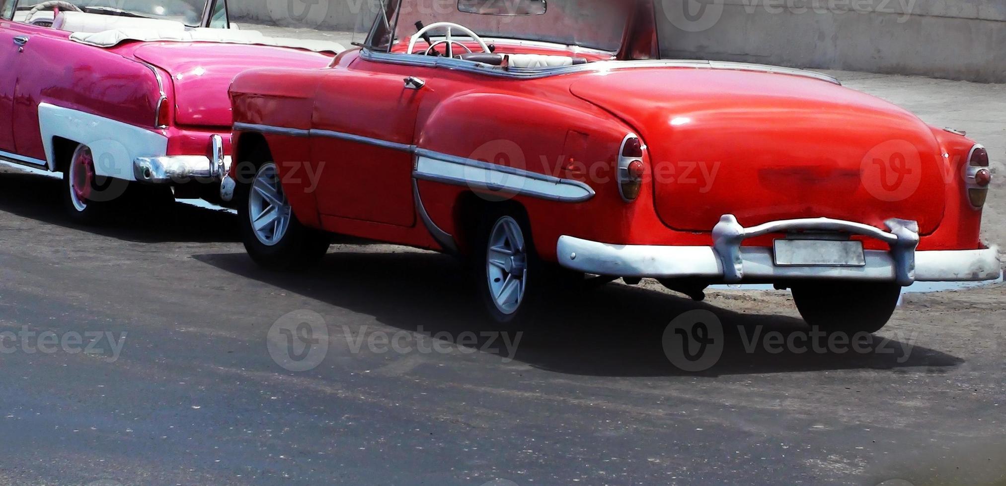 vista di bellissime auto d'epoca convertibili foto