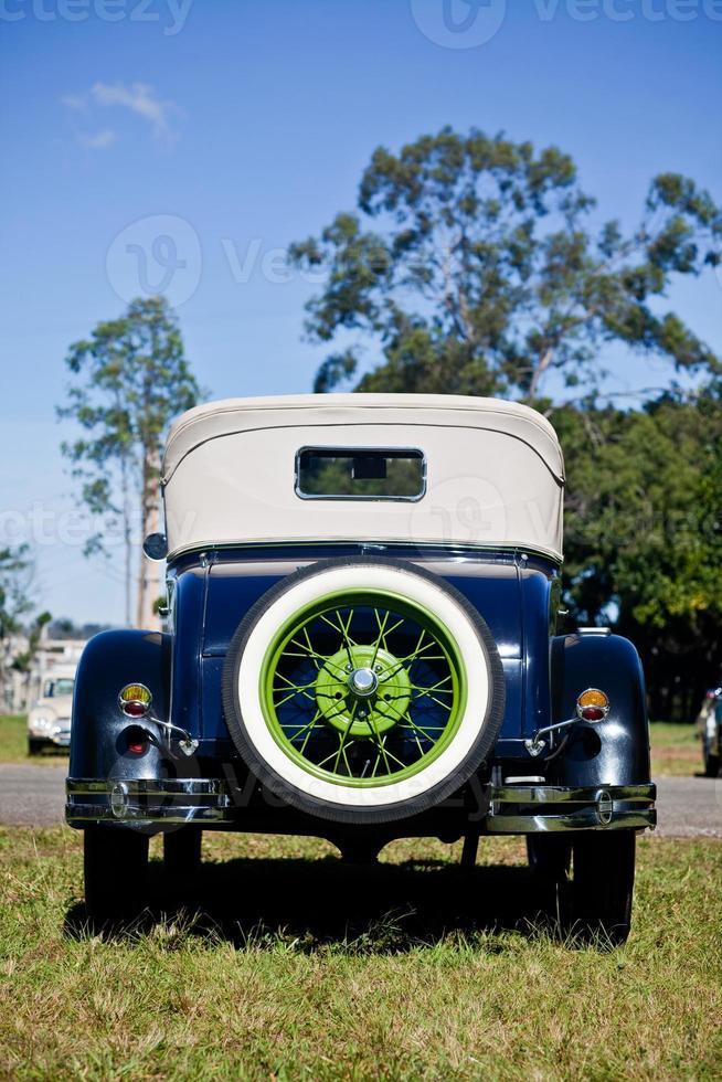 cerchio verde vintage ruota posteriore di ricambio automobile 1920 foto