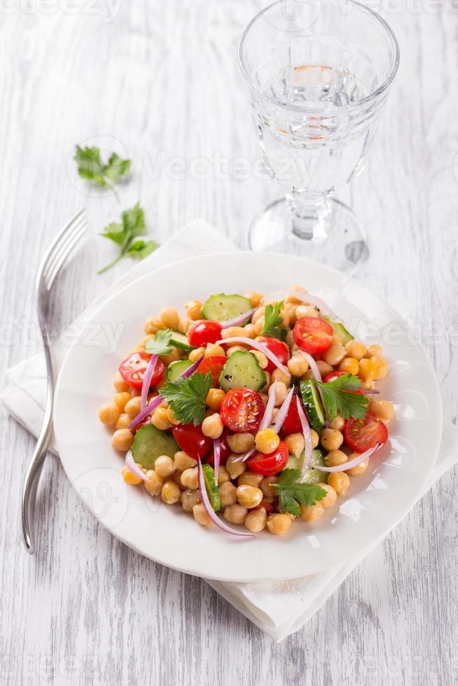 insalata di ceci sani con verdure foto