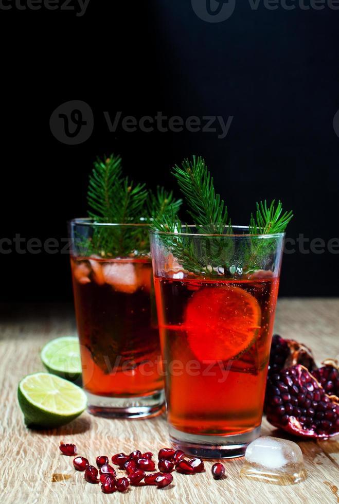 limonata con frutti di bosco freschi e melograno. foto