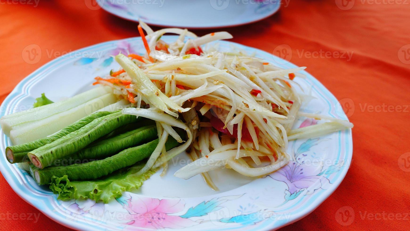 som tam thai, insalata di papaya foto
