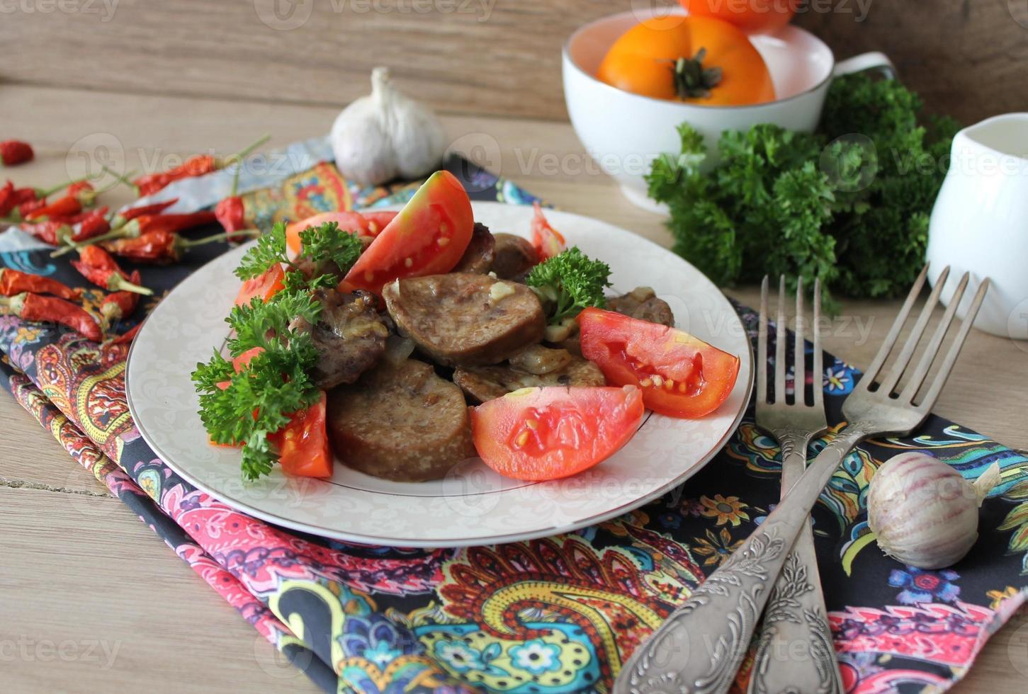 rene di maiale con cipolle e aglio foto