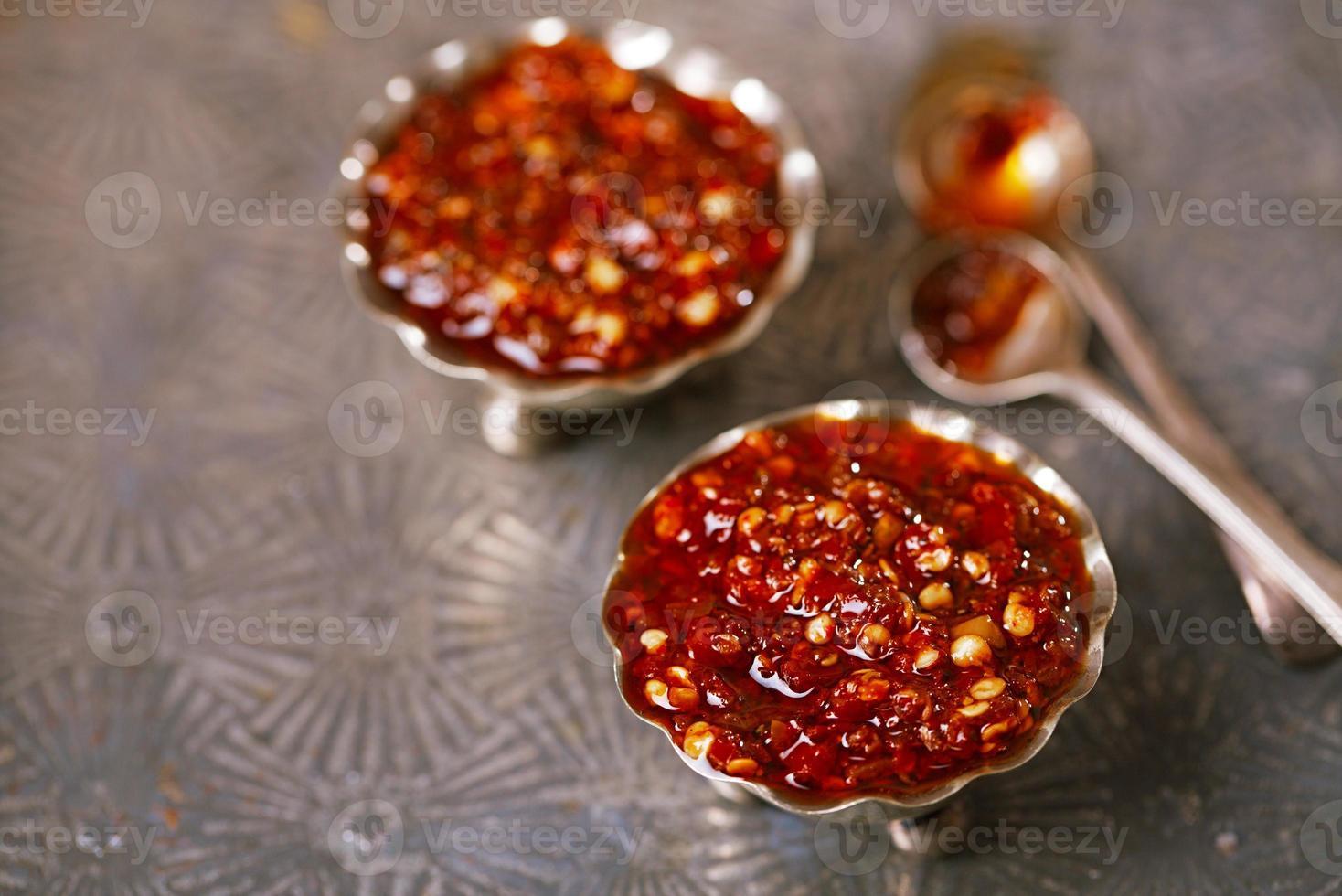 salsa di aglio peperoncini asiatici caldi estremi foto