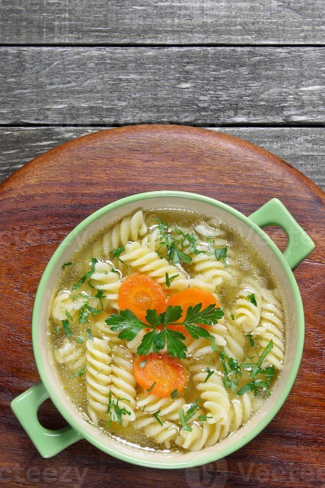 zuppa di spaghetti di pollo foto