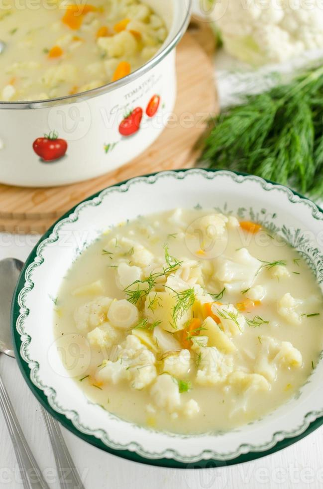 zuppa di cavolfiore - zuppa tradizionale polacca foto