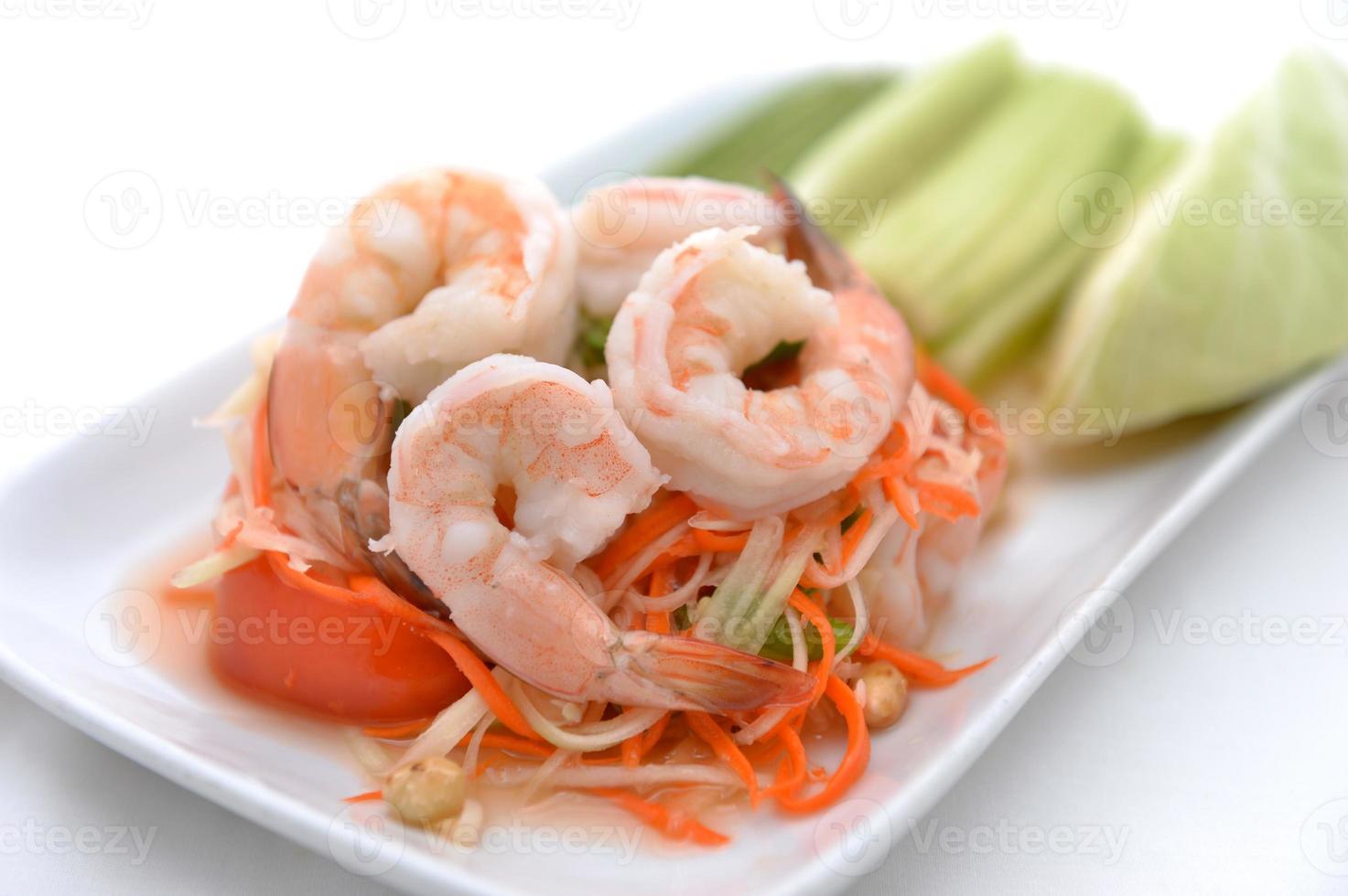 insalata di papaya (cibo tailandese tradizionale e moderno) foto
