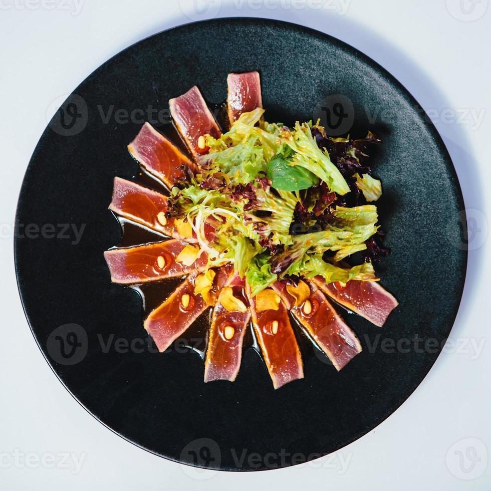 bistecca di tonno scottata foto