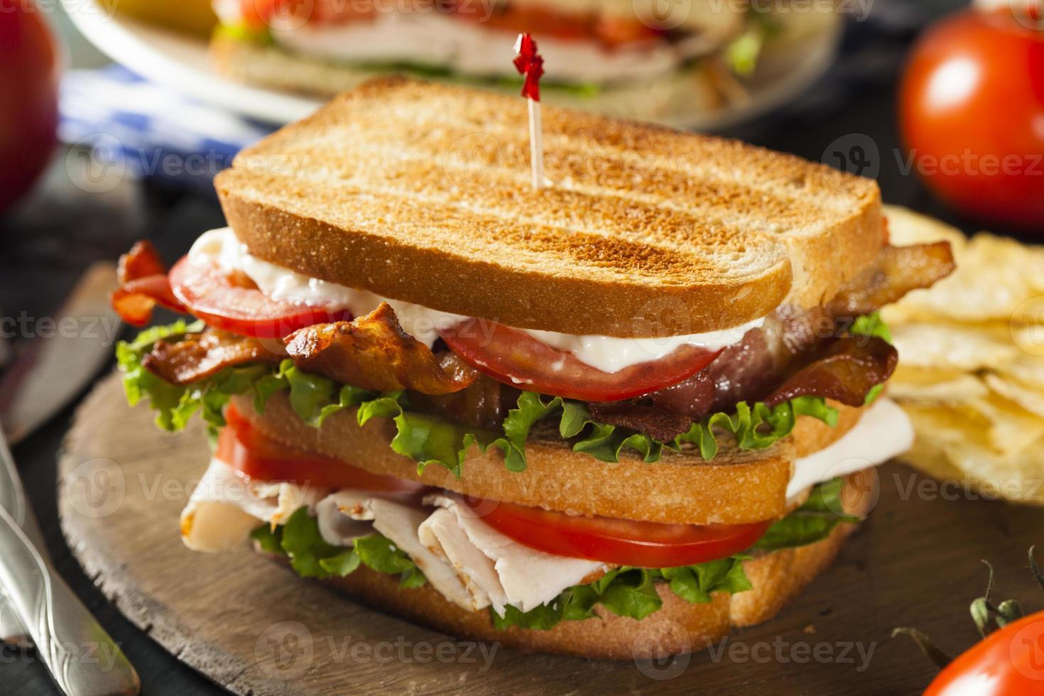 sandwich club di tacchino e pancetta foto