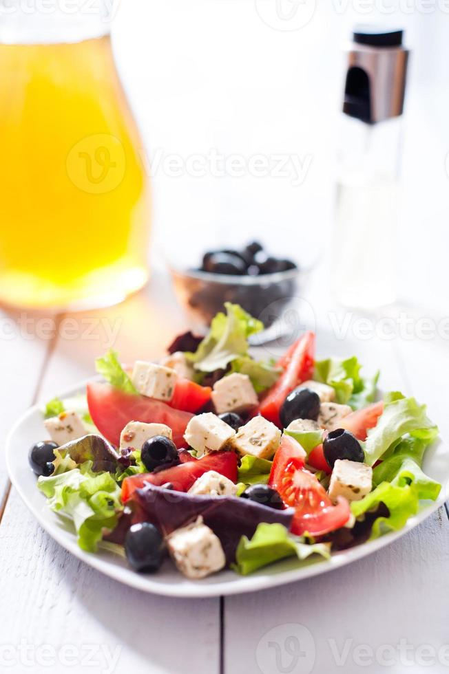 dieta e sana insalata mediterranea foto