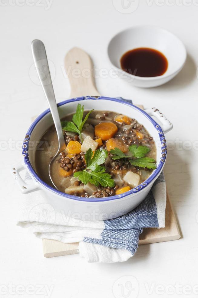stufato di lenticchie vegane foto