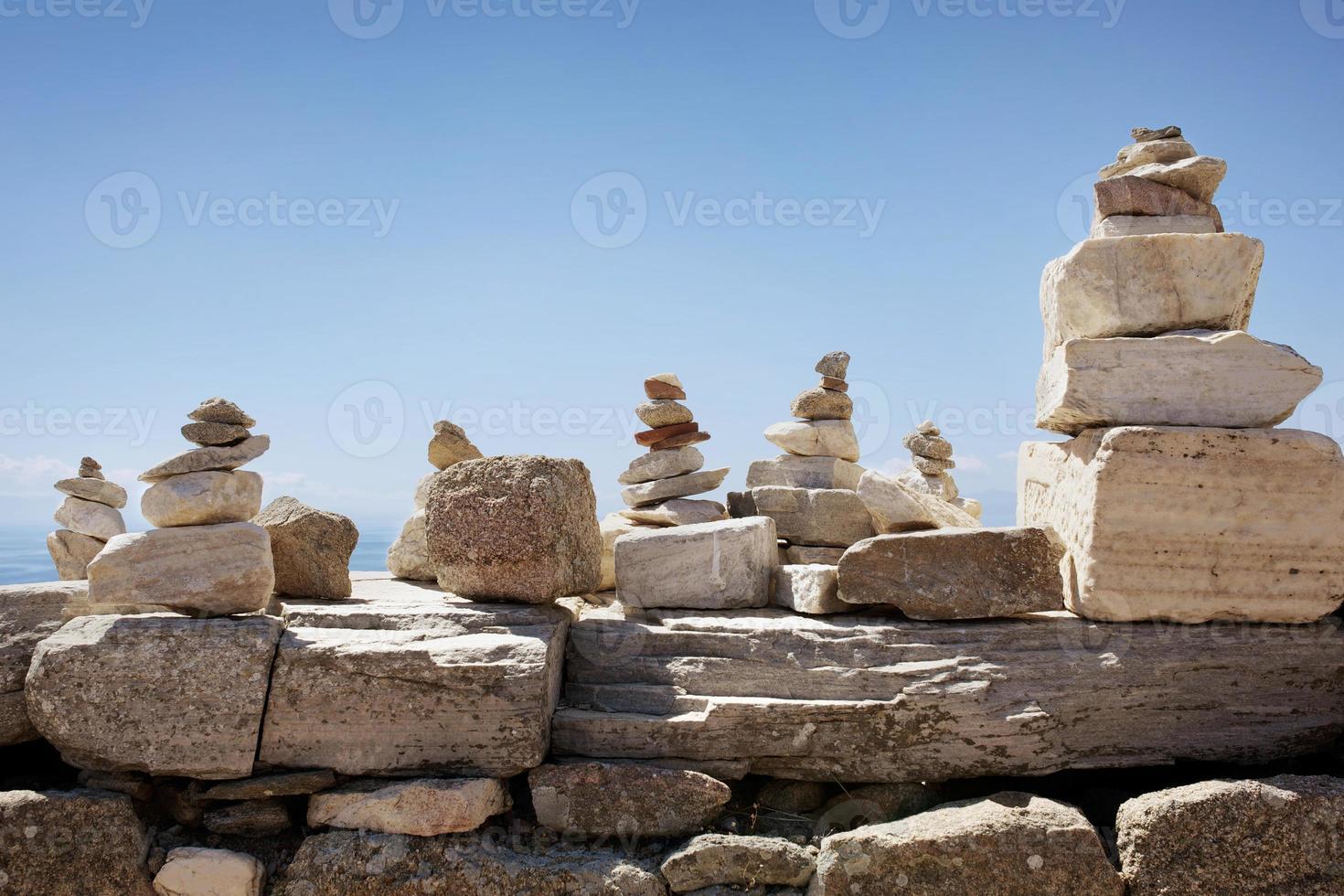 pile di roccia del viaggiatore foto