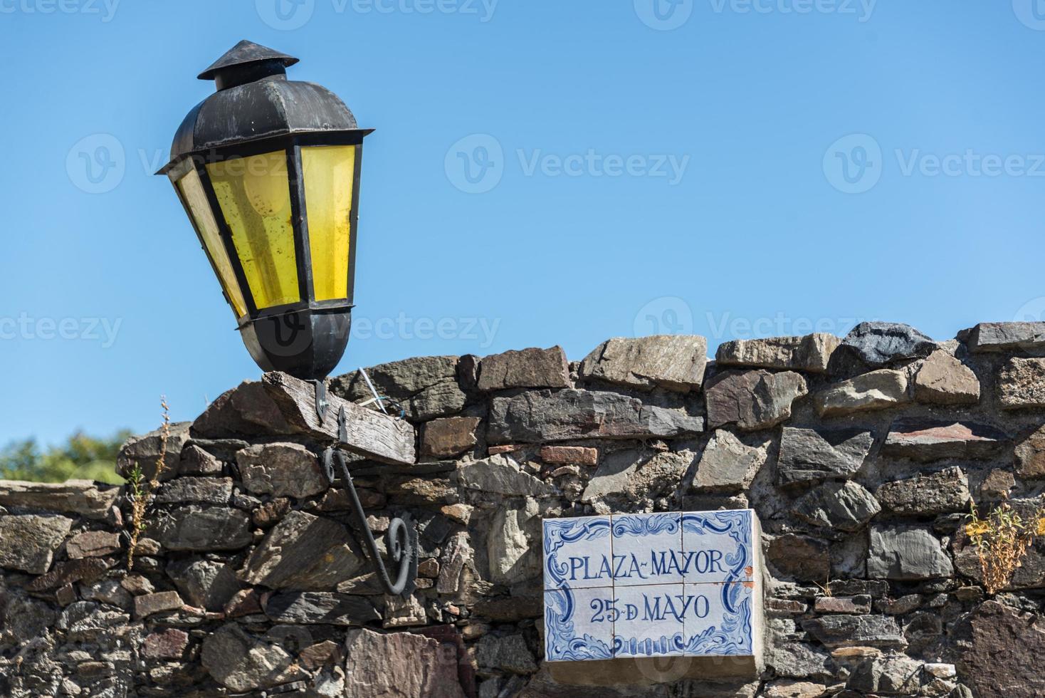 lampada storica, strade di colonia, uruguay. foto