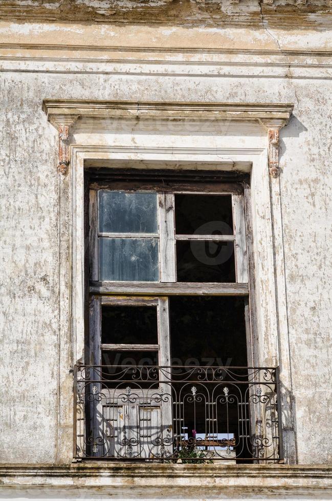 finestra rotta foto