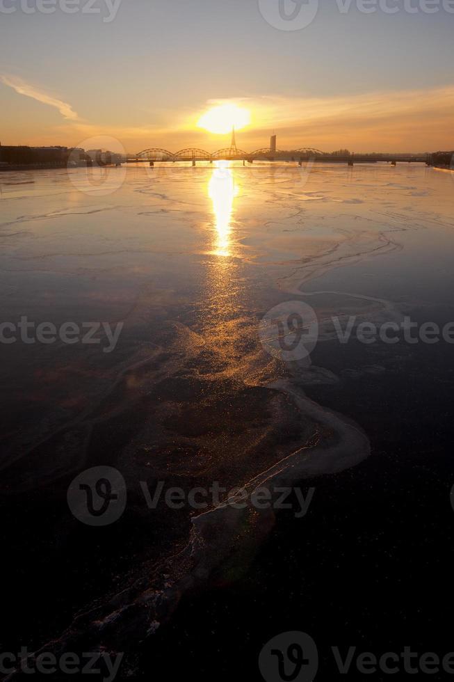 fiume Daugava ghiacciato foto