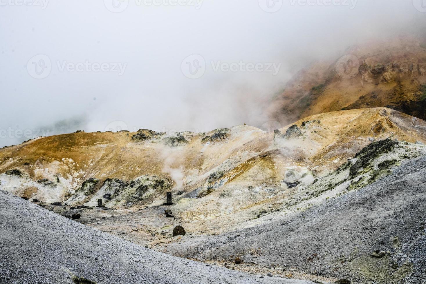 montagna dell'inferno jigokudani in noboribetsu giappone10 foto