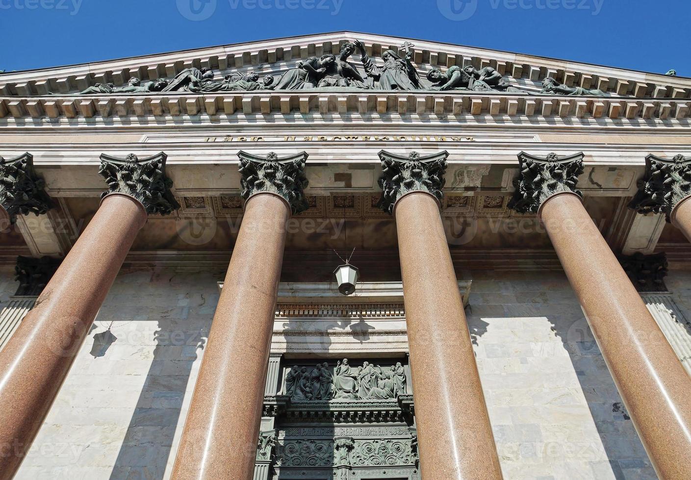 colonnato della cattedrale di santo isaac a st. Petersburg. Russia foto