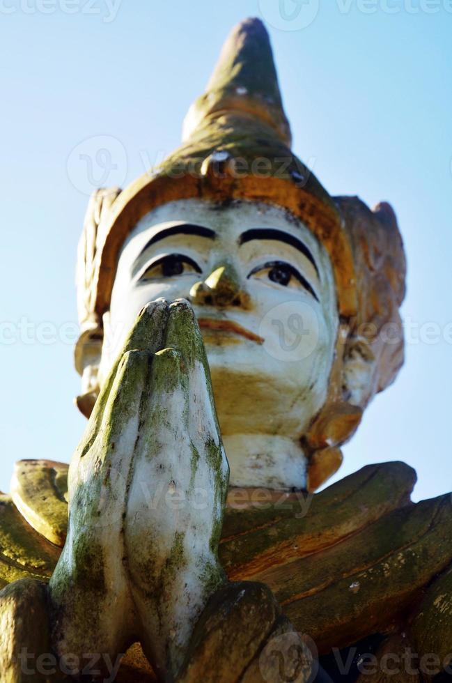 statua di angelo immagine stile myanmar al tempio di sao roi ton foto
