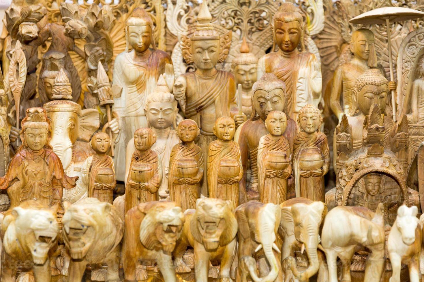 statue di legno foto