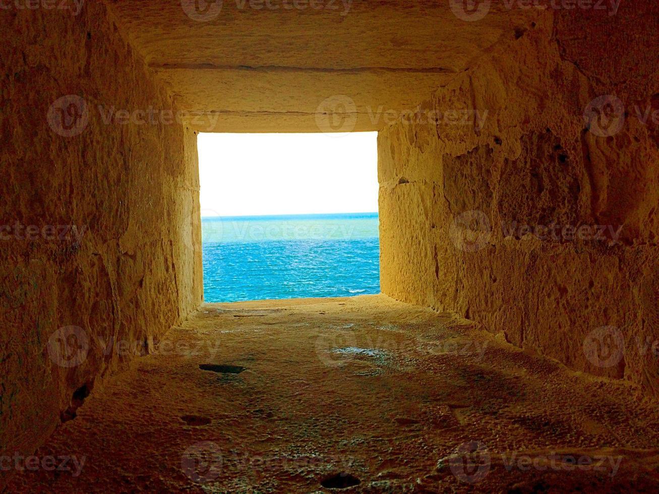 buca per osservare e colpire le navi dei nemici. Cittadella di qaitbay foto