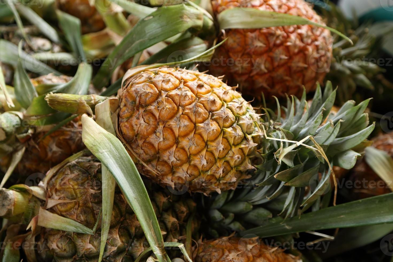 mucchio di ananas foto