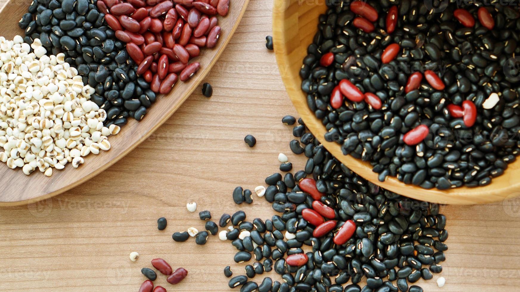 fagioli rosso nero e lacrima di lavoro multicereali protien cibo foto
