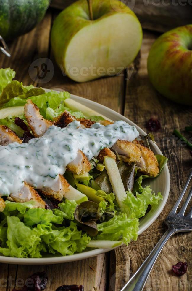 insalata di waldort con pollo alla griglia foto