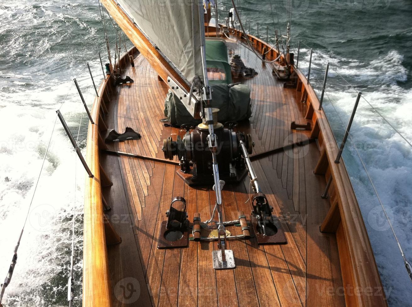 yacht a vela tradizionale in mare foto