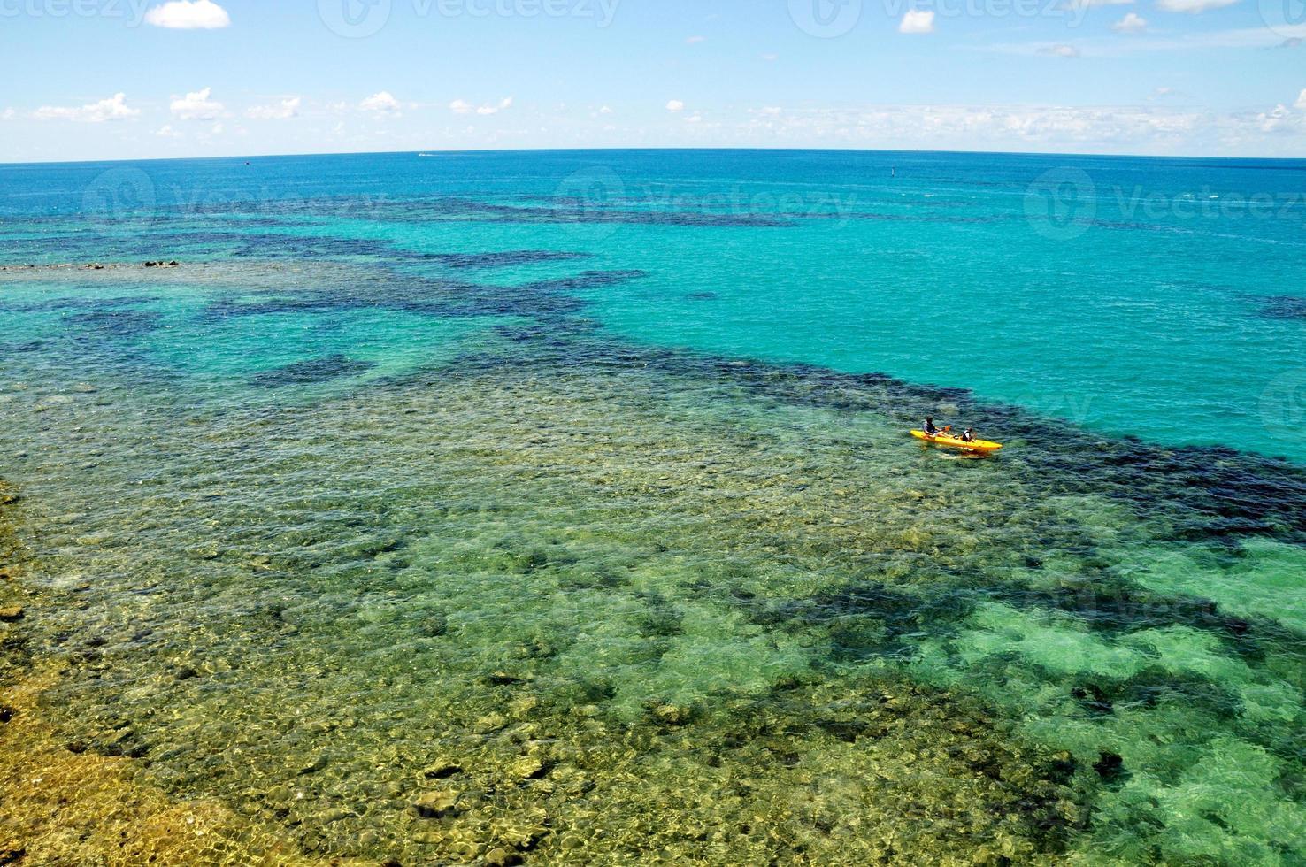 kayak su acque limpide foto