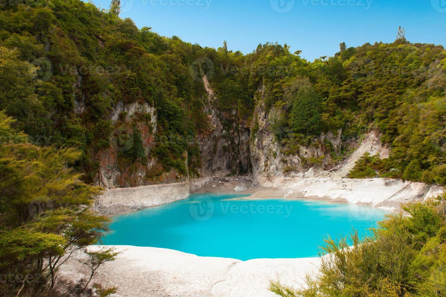 lago del cratere inferno foto